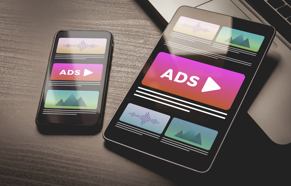 What are the methods for choosing internet publishers and display advertisers?